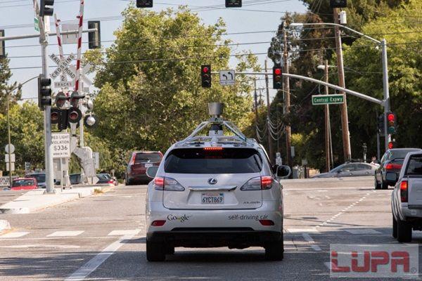 解密google无人驾驶汽车 6年100万英里11次小事故,都是对高清图片